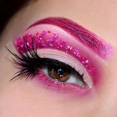 Pink eyeshadow look. id love to find/make a cute costume that would go with this. so gorgeous Fall Eyeshadow Looks, Pink Eyeshadow Look, Makeup Hacks, Makeup Tips, Makeup Ideas, Maquillage Halloween, Halloween Face Makeup, Carnival Makeup, Costume Makeup