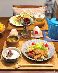 """大好きな彼や旦那さんにはできれば毎回""""美味しい""""と喜ばれるおかずを作ってあげたいもの。しかし、女性目線だとどうしても男性ウケの良いおかずって?と疑問になりますよね。今回はそんな疑問も解決できる男性ウケおかずレシピをたっぷりとご紹介します。 Cute Food, A Food, Food And Drink, Japanese House, Japanese Food, Bento Recipes, Some Recipe, Asian Recipes, Tasty"""