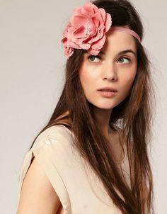 Accessoire serre tête à fleur.