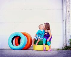 Painted tires as photo props. Diy Foto, Foto Fun, Painted Tires, Do It Yourself Baby, Old Tires, Photography Backdrops, Photography Ideas, Jolie Photo, Cute Photos