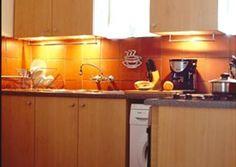 Installeer kolligte in jou ingeboude kaste Beautiful Kitchens, Downlights, Shed, Kitchen Cabinets, Diy, Spaces, Home Decor, Decoration Home, Bricolage