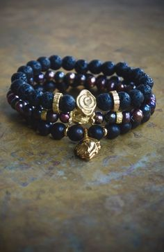 Yoga gift  Black boho bracelet set  Bohemian por ThePillowBook