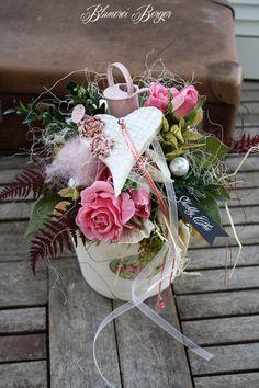 Durchmesser 24 cm, Höhe 27 cm. Yellow Roses, Purple Flowers, Diy Easter Decorations, Table Decorations, Diy Osterschmuck, Home Grown Vegetables, English Roses, Diy Garden Decor, Flower Making