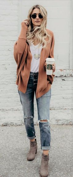 40 Lovely Winter Outfit Ideas - #winteroutfits #winterstyle #winterfashion #outfits #outfitoftheday #outfitideas