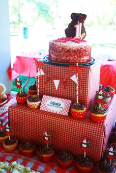 Cake/Cupcake stand made out of 2 boxes wrapped in gingham wrapping paper!    Lilly's 1st Bday-Teddy Bear Picnic  http://macdonaldsplayland.blogspot.com/2012/11/lillys-1st-birthday-party-teddy-bear.html