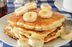 Banana Cinnamon Protein Powder Pancakes: Spice up your breakfast routine and replace routine batter with delicious protein fixings! Protein Powder Pancakes, Banana Protein Pancakes, Protein Powder Recipes, Pancake Proteine, Desserts Sains, Pancakes And Waffles, Crepes, Breakfast Recipes, Nutritious Breakfast