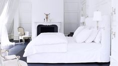 5 Tips For Mastering a Perfect White Bedroom via @domainehome