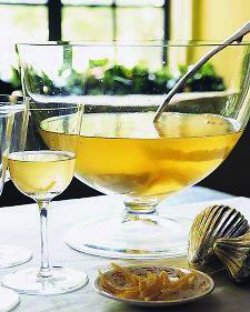 Lemon Drop-Champagne Punch Lemon complements just about everything beautifully, making it the logical flavor choice for a celebratory Champagne and vodka punch. Make This Lemon Drop-Champagne Punch Summer Cocktails, Cocktail Drinks, Fun Drinks, Yummy Drinks, Cocktail Recipes, Beverages, Lemon Cocktails, Lemon Vodka, Drink Recipes
