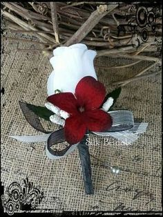White Rose Boutonniere red black silver Groom by SilkBridals More Wedding Flower Tips Flowers are sy Prom Flowers, White Wedding Flowers, Bridal Flowers, Wedding Colors, Floral Wedding, Small White Flowers, White Roses, Red Roses, White Rose Boutonniere