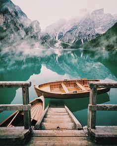 Lago di Braies, Italy // photography by ALTUG GALIP (@kyrenian) • Instagram