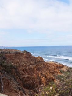 Hiking in Torrey Pines, San Diego California. || Awesome cliffs and view of the Pacific Ocean || Hiking Trails in San Diego