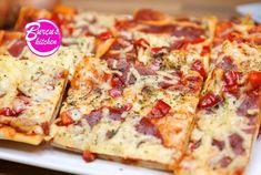 Backblech-Pizza zubereiten - Rezept von Eat Clean - Burcu´s Kitchen Snacks Für Party, Hawaiian Pizza, Clean Eating, Cheese, Kitchen, Food, Grated Cheese, Sheet Pan, Bakken