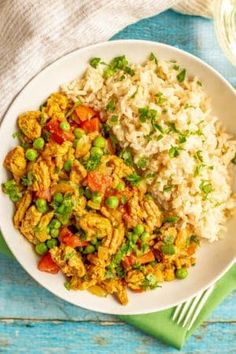 Curry ground turkey with rice and peas is full of warm rich flavors but is super quick and easy to make! This recipe is great for a weeknight dinner! Quick Chicken Curry, Healthy Chicken Alfredo, Easy Vegetarian Curry, Vegetarian Spaghetti, Spaghetti Salad, Pork Chops And Gravy, Whole Wheat Pancakes, Rice And Peas, Homemade Baby Foods