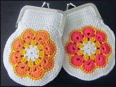 virkattu kukkaro. Crotchet Bags, Crochet African Flowers, Handicraft, Purses And Bags, Knitting Patterns, Knit Crochet, Coin Purse, Weaving, Embroidery