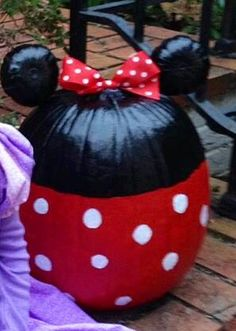 Great idea for a Minnie Mouse pumpkin for next Halloween!