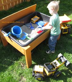 You don't need to spend a lot of money on buying a toys for your kids. Just look this 18 DIY ideas of making a kids toys and we are sure that you will like it Water Table Diy, Sand And Water Table, Sand Table, Water Tables, Backyard Projects, Projects For Kids, Diy For Kids, Diy Projects, Backyard Games