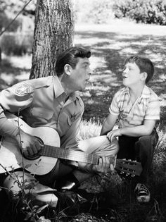"Old Music Tuesday: Andy Griffith's 'Flop-Eared Mule' - Andy Griffith as Sheriff Andy Taylor and Ron Howard as his son, ""Opie"" Taylor sing together in Barney Fife, Don Knotts, Ron Howard, The Andy Griffith Show, Old Music, Old Shows, Tv Land, Vintage Tv, Vintage Hollywood"
