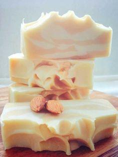 Porumi almond bars