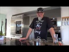 """Tipp #11: Nudeln kochen - Küchentipps von Stefan Marquard """"genial einfach - einfach anders"""" - YouTube Pizza, Youtube, Mens Tops, Lunch Table, Good To Know, Yummy Food, Easy Meals, Recipies, Youtubers"""