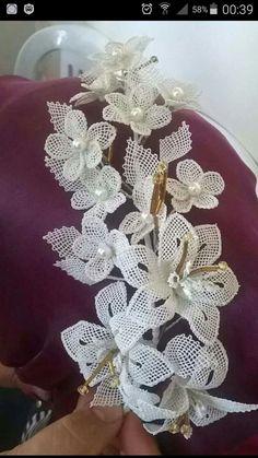 Irish lace Irish crochet flower motives, off white flower a Burlap Flowers, Beaded Flowers, Diy Flowers, Crochet Flowers, Fabric Flowers, Crochet Doily Rug, Handmade Flowers, Handmade Crafts, Diy Crafts