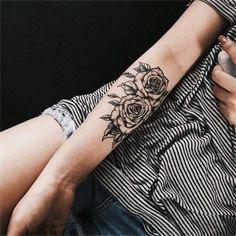 tatuagem de flores no braço
