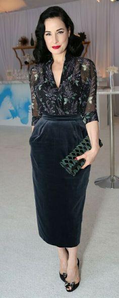 Beautiful Dita Von Teese wearing a hobble skirt! Retro Fashion, Vintage Fashion, Womens Fashion, Style Fashion, Dita Von Teese Style, Dita Von Teese Burlesque, Dita Von Tease, Hobble Skirt, Velvet Skirt
