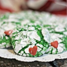 'Tis the season for Christmas cookies! From gingerbread to festive sugar cookies, there are over 200 of the best Christmas cookie recipes with pictures. Best Christmas Cookie Recipe, Christmas Tree Cookies, Holiday Cookies, Christmas Desserts, Christmas Fun, Xmas, Christmas Baking, Chocolate Crinkle Cookies, Ginger Snap Cookies