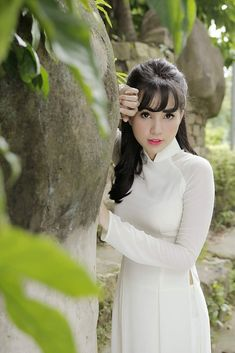 Vietnamese Traditional Dress, Vietnamese Dress, Traditional Dresses, Ao Dai, Preety Girls, Beautiful Long Dresses, Exotic Beauties, Student Fashion, Poker Online