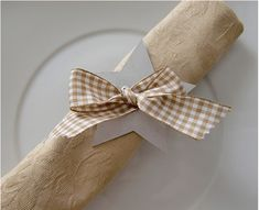 how to make napkin rings with paper stars and ribbons
