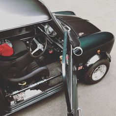 Mini Cooper Classic, Classic Mini, Vw Pickup, Classic Road Bike, Flying Dog, Dog Kennels, Classic Sports Cars, Roll Cage, Small Cars