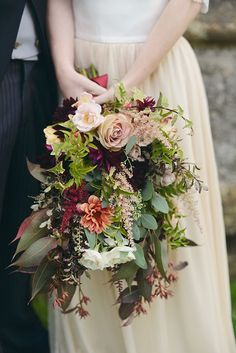 delightful fall wedding bouquets