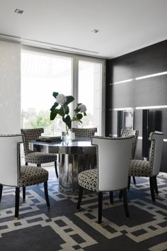 The Best Dining Room Projects by Lorenzo Castillo Lorenzo Castillo is definitely the strongest presence in Spanish design nowadays. Top Interior Designers, Luxury Interior Design, Modern Dining Chairs, Dining Rooms, Dining Tables, Furniture Inspiration, Interior Design Inspiration, Spanish Interior, Best Dining