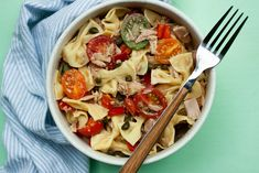 A bright, delicious lemon tuna pasta that requires until 10 ingredients to make. - Dairy Free - Nut Free - No sugar added Nut Free, Dairy Free, Tuna Salad Pasta, Lemon Pasta, Create A Recipe, What To Cook, Meals For The Week, How To Cook Pasta, Veggies