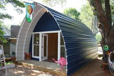 This article contain quonset hut homes ideas that really unique. If you want to buy quonset hut houses, read our price guide first. Tiny House Kits, Cheap Tiny House, Micro House, Quonset Hut Homes, Prefab Homes, Prefab Cabins, Prefab Cottages, Arched Cabin, Log Cabin Living