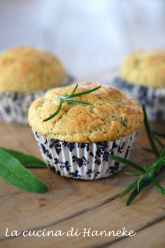 Muffin alla salvia e rosmarino | La cucina di Hanneke Savory Scones, Savory Muffins, Light Recipes, Wine Recipes, Vegetable Muffins, Vegetarian Dinners, Appetizers For Party, Cheesecake, Food Dishes