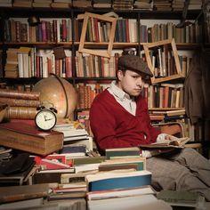 Rafał. Rafał najbardziej lubi czytać książki dla młodzieży - to go uspokaja...