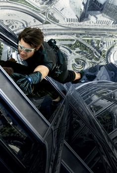 Whoa!! Tom Cruise did all of his own stunt work on the scene in MI Ghost Protocol where he was hanging out of the 119-147th floors of the tallest building in the word. CRAZY! 'Mission: Impossible's' tall order: Filming the skyscraper stunts | Hero Complex