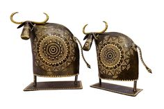 This set of 2 cows is handcrafted beautifully by the artisan. The embossed white design accords this set a classy look.