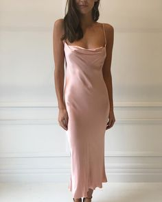 Be confident in wearing a slip dress one night of your life 👗💕 Satin Dresses, Prom Dresses, Gowns, Formal Dresses, Pink Dress, Look Fashion, Fashion Beauty, Cheap Fashion, Wedding Bridesmaid Dresses
