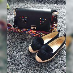 Opäť dostupná crossbody kabelka s nadstaviteľným ramienkom 3490 a mokasíny s brmbolcom z pravej kožušiny  (veľkosť 37) --> v cene 2990  #new#collection#spring