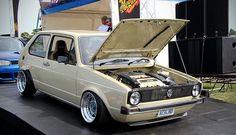 Mit Motorhaube auf Volkswagen Golf Mk1, Vw Mk1, Audi, Golf Mk2, Custom Cars, Cool Cars, Classic Cars, Automobile, Mk 1