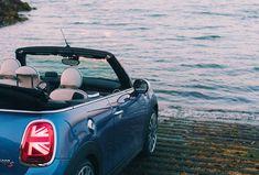 Las incorporaciones más recientes a nuestra amplia gama de colores MINI exteriores son exuberantes, exclusivas y expresivas. Damos la bievenida a Solaris Orange, Starlight Blue y Emerald Grey, que aportan ahora más individualismo, estilo y actitud. Descubre la gama completa de colores estándar, opcionales y especiales MINI en el configurador. John Cooper, Mini Cooper S, Mini Cabrio, Mini Cooper Convertible, Cars, Camp Trunks, Autos, Style, Attitude