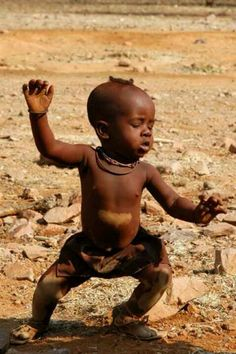 Reminds me of the African Dance moves Katherine Dunham gave to American audiences in the and beyond. This young boy African Dance moves are unmistakable! Precious Children, Beautiful Children, Beautiful Babies, Beautiful Smile, We Are The World, People Around The World, Cute Kids, Cute Babies, Tiny Dancer