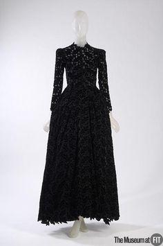 1938, France - Evening dress by Balenciaga - Black silk velvet