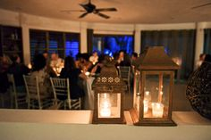 Details : Wooden lanterns with ligthed candles for the dinner room (by Aquadeco) - Emily & Rishi's destination wedding in Tulum