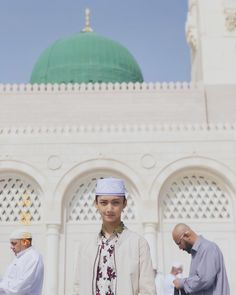 Gus azmi saat d i masjid quba Wallpaper Aesthetic, Phone Wallpaper Quotes, My Prince Charming, Tumblr Boys, To My Future Husband, Islamic Art, Disney Frozen, Boyfriend Material, Ikon