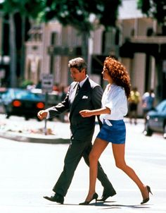 Richard Gere and Julia Roberts in Pretty Woman, 1990 Richard Gere, Julia Roberts, Iconic Movies, Old Movies, Pretty Woman Film, Robert Movie, 1990 Style, Toni Braxton, Romantic Movies