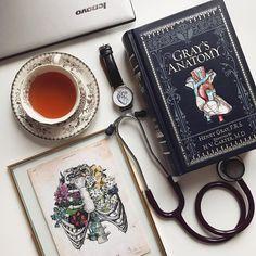 Medical Flatlay, Gray's Anatomy, Grey's Anatomy, C Medical Quotes, Medical Art, Medical School, Medical Doctor, Nurse Aesthetic, Medical Wallpaper, Medical Anatomy, Grey's Anatomy, Med Student