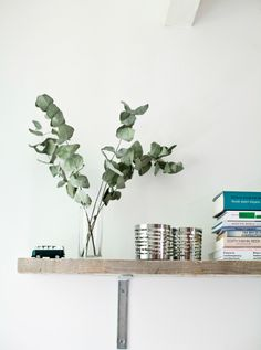 Give your bedroom a natural, soothing scent with eucalyptus leaves – tip from Dutch student Marloes #IKEAIDEAS from #IKEAFAMILYMAG