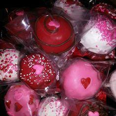 Chocolate, Red Velvet and Vanilla Cakepops..Assorted...